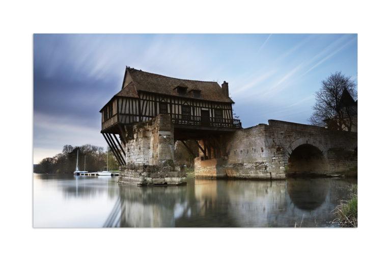 Vieux-Moulin supendu au dessus de la Seine, Vernon