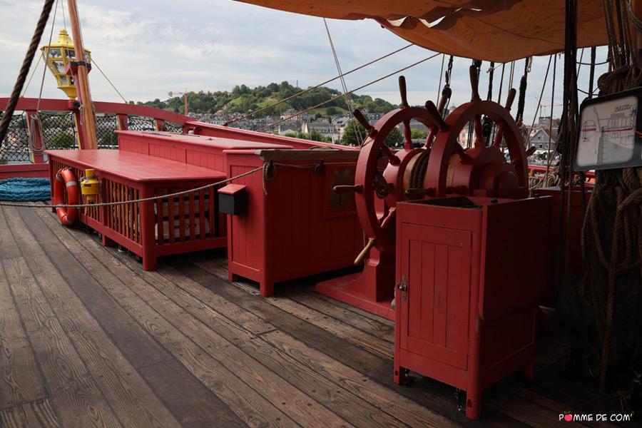 Partie arrière du Pont Gaillard de l'Hermione, amarrée à Honfleur